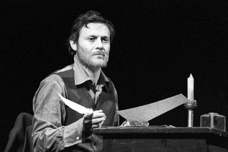 Юрий Соломин в роли Ивана Петровича. Сцена из спектакля «Униженные и оскорблённые». 1976