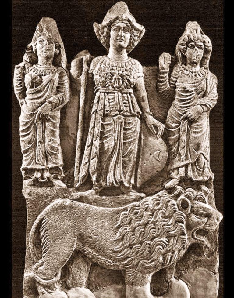 Рельеф с изображением почитаемых в доисламской Аравии богинь – Аллат, Узза и Манат