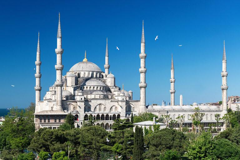 Голубая мечеть. Построена в 1609–1619 гг. Стамбул