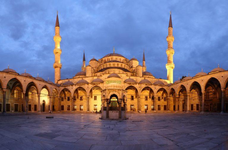 Внутренний двор Голубой мечети, Стамбул