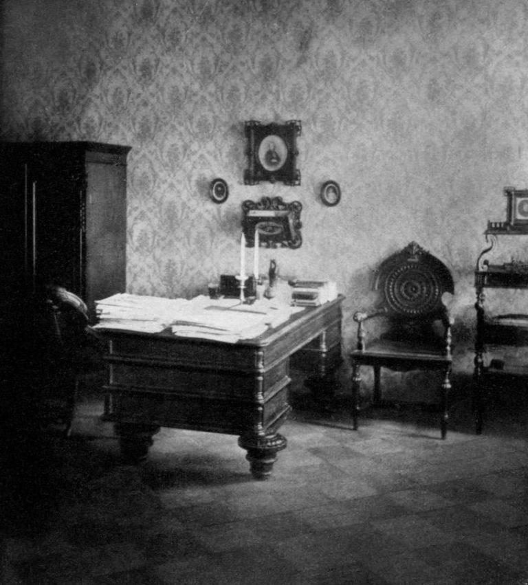 Кабинет Ф. М. Достоевского в его последней квартире в Санкт-Петербурге