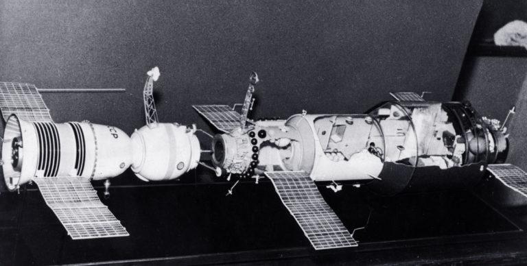 Макет первой пилотируемой орбитальной станции «Салют-1». 1971