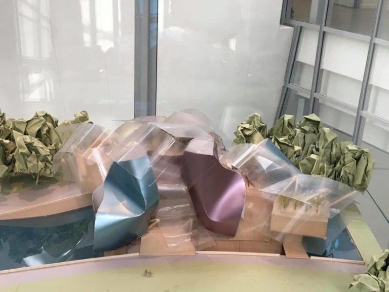 Макет здания Фонда Луи Виттон с покрытием из пластика. Начало 2000-х