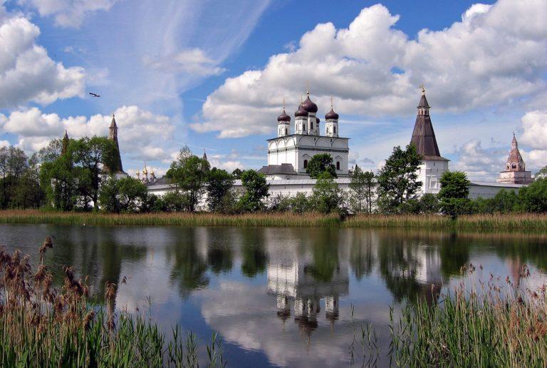 Вид на Иосифо-Волоколамский монастырь